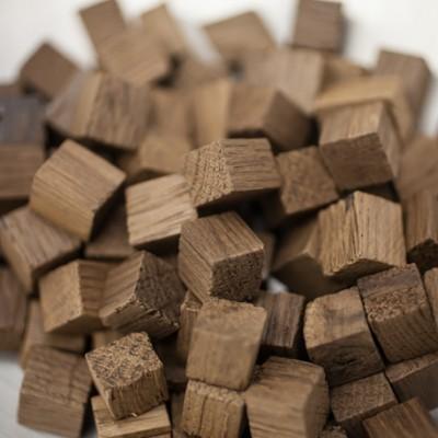Chêne français - chauffe : moyenne - taille : cube - 25 kg - SA